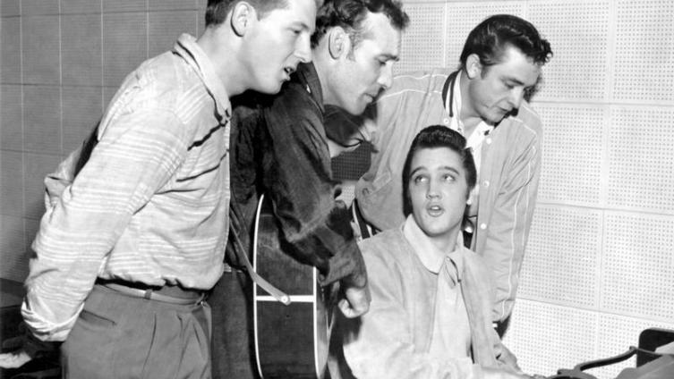 Квартет на миллион долларов. Справа налево стоят: Джерри Ли Льюис, Карл Перкинс и Джонни Кэш. За роялем - Элвис Пресли