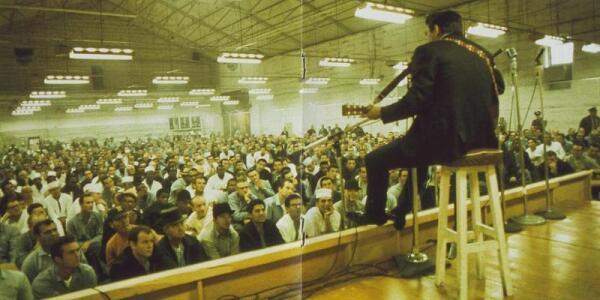Выступление Кэша перед узниками тюрьмы Фолсон