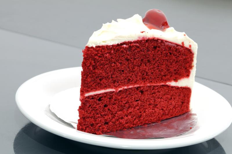 Как испечь к 8 Марта красный бархатный торт?