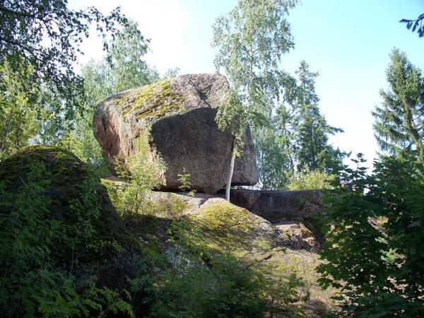 Падающий камень
