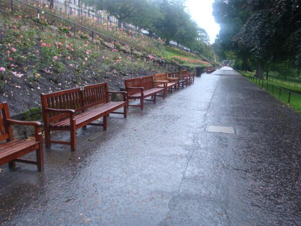 Скамейки в парке Улицы Принцев