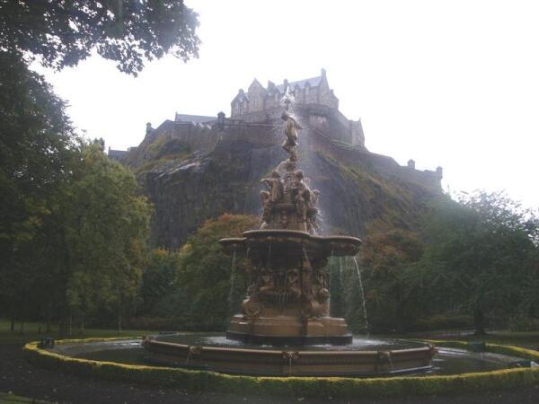 Замок и фонтан
