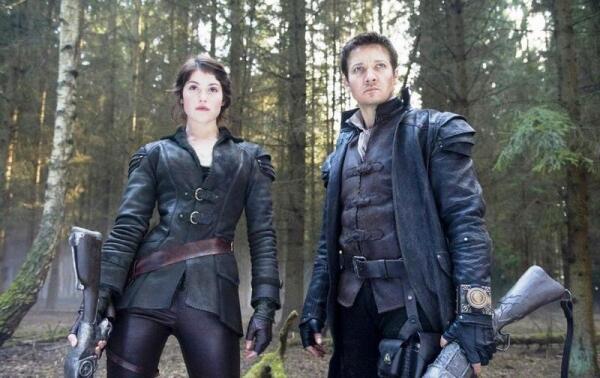 В этом году к борьбе с силами зла подключились и подросшие Гензель и Гретель (кадр из к-ф «Охотники на Ведьм»)