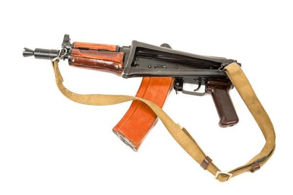 АКС- 74У. Какую модель автомата Калашникова называют женским именем?