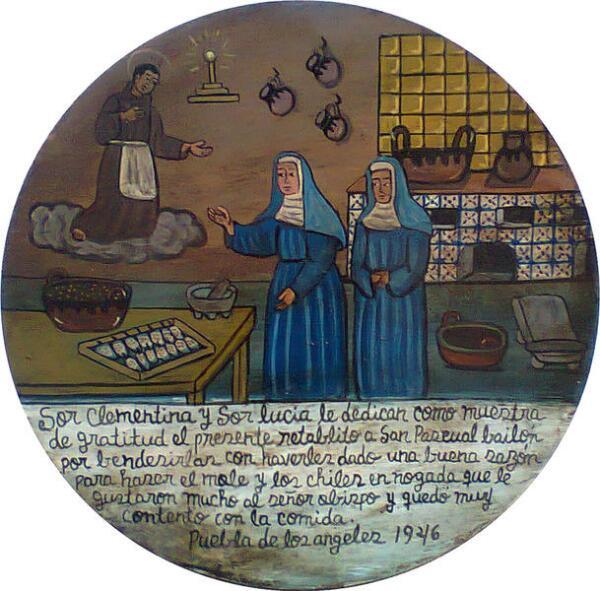 Сестра Клементина и сестра Лусия посвящают это ретабло Святому Паскуалю в знак благодарности за то, что он благословил их и наделил способностями готовить соус моле и чили с ореховым соусом, которые так понравились епископу. Он остался доволен