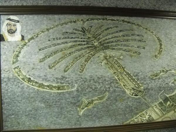 Знаменитый насыпной остров в форме пальмы