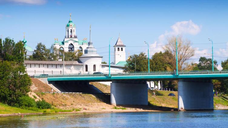 Вид на Спасо-Преображенский монастырь в Ярославле