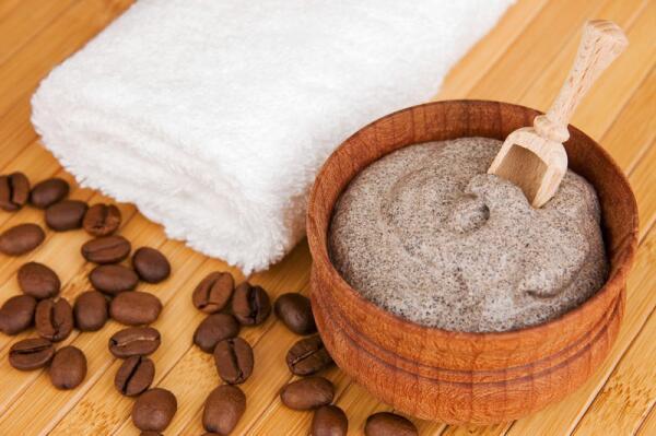 Домашние рецепты: как приготовить скраб из молотого кофе?