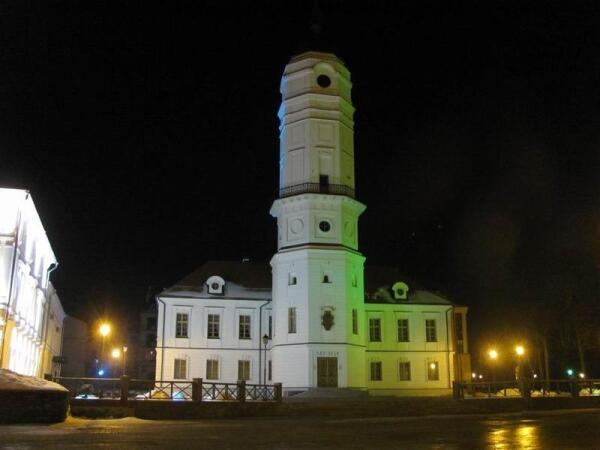 Могилевская ратуша в ночном пейзаже