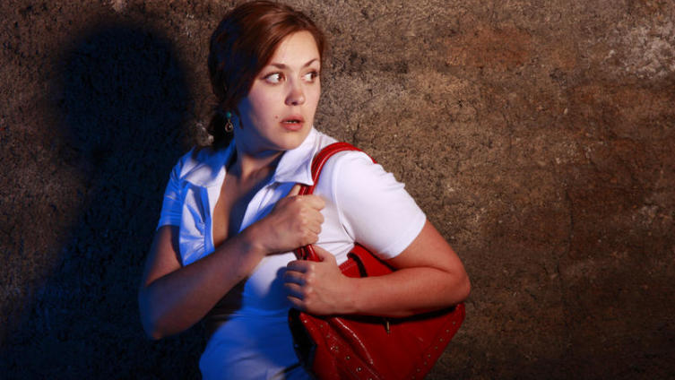 Как стать героиней триллера? Пародия на типичные ситуации американских фильмов ужасов