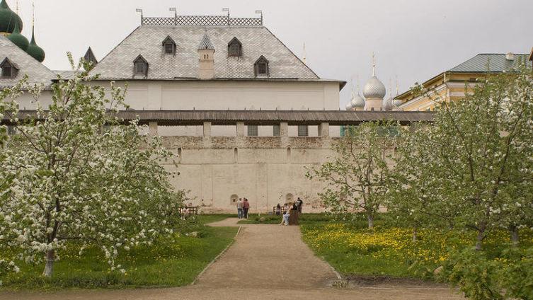 Митрополичий сад Ростовского кремля