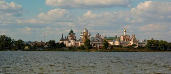 Ростовский кремль с озера Неро
