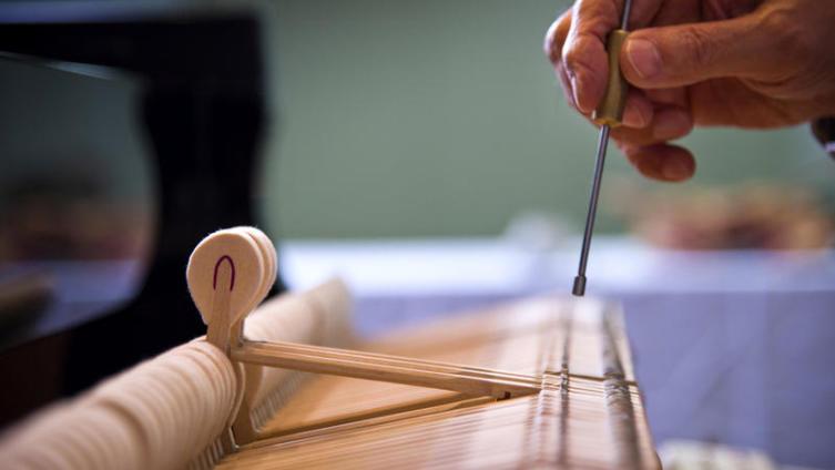 Как настроить фортепиано в домашних условиях?