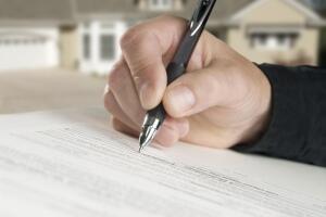 Сделки с недвижимостью: заверять ли договор?