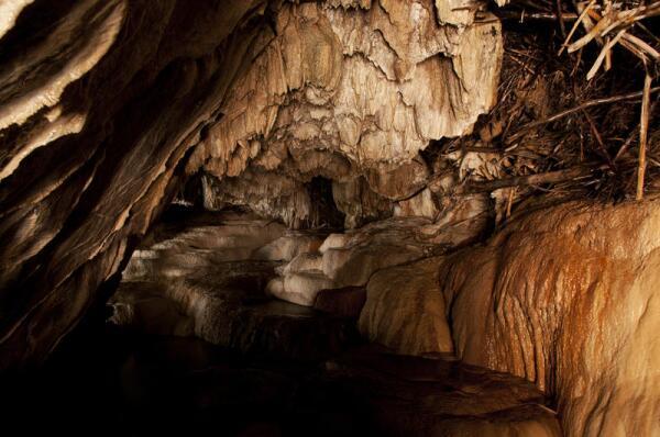 Путешествие по Армении. Что могут рассказать пещеры Ластивера?