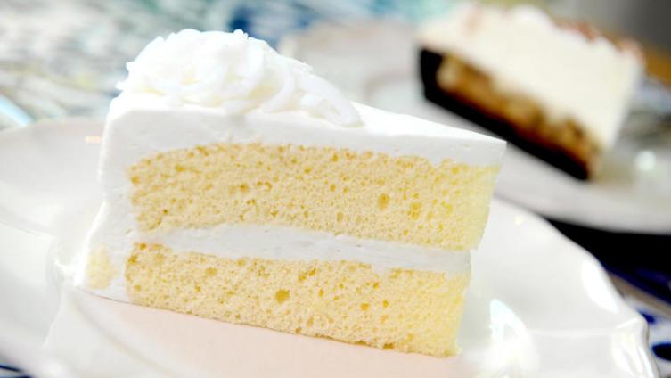 Как испечь бисквитный торт, не нарушая правил этикета?