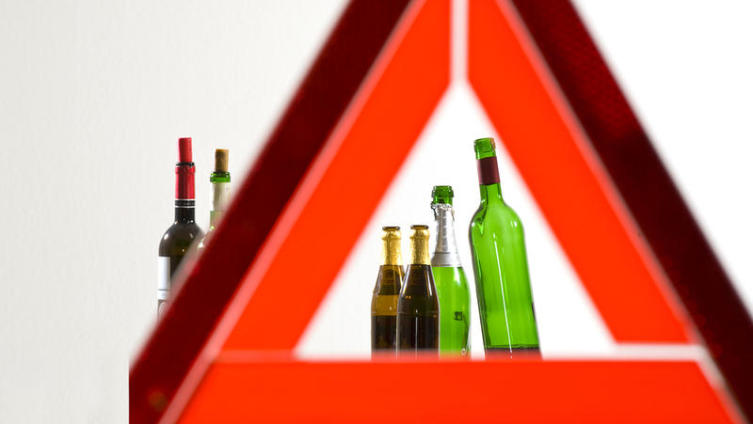 Семейные традиции: как у детей формируется отношение к алкоголю?