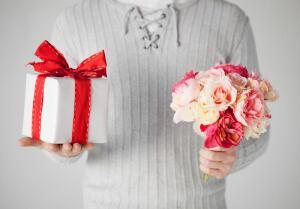 Как выбрать красивое белье в подарок даме?