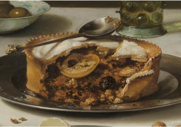 Питер Клас. Натюрморт с индюком. Фрагмент. Пирог с крупой и фруктами, посыпанный сахарной пудрой