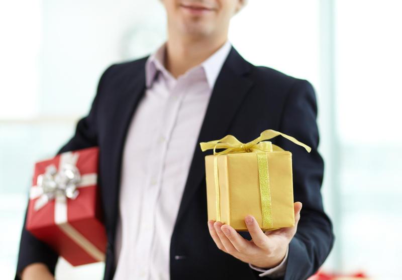 Как дарить подарки мужчинам если он жадный