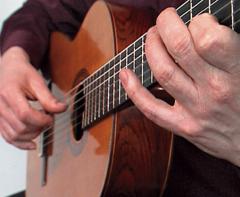 Легко ли научиться играть на гитаре?