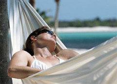 А вот спать на солнышке совсем не рекомендуется!