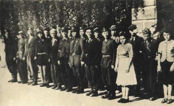 Взвод глухонемых у здания Института на площади Трех Крестов. Август 1944г.