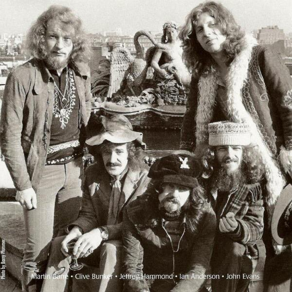 JETHRO TULL образца 1971 г.: Мартин Барре, Клайв Банкер, Джеффри Хэммонд, Ян Андерсон, Джон Эван