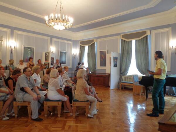 Коллекционер Артур Шепскис - о выставке и ГДГ