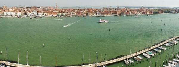 Панорама Венеции - стоянка яхт на Сан-Джорджио