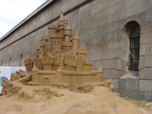 Фестиваль песчаных скульптур у Петропавловской крепости: хотите побывать в мире сказок?