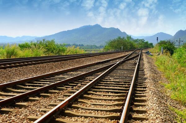 Была ли железная дорога с деревянными рельсами?