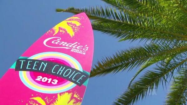 Доска для серфинга - символ премии Teen Choice Awards