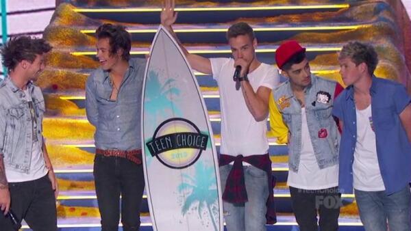 One Direction благодарит за премию