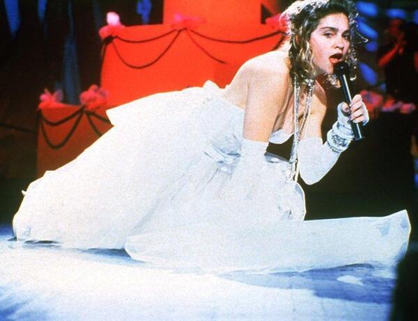 Мадонна поёт