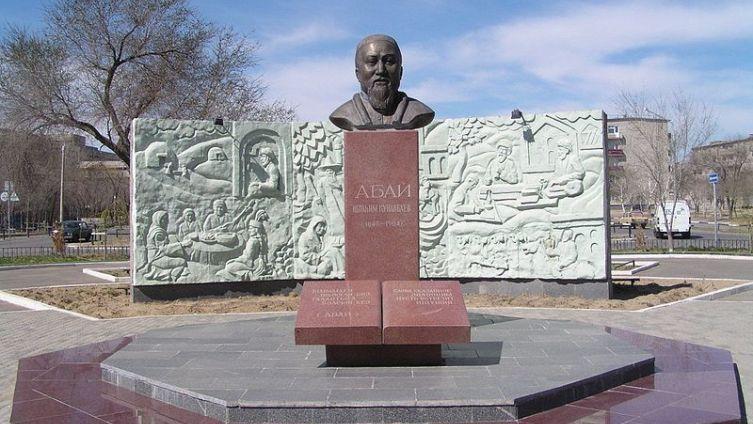 Памятник Абаю Кунанбаеву в городе Байконур