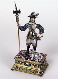 Швейцарский гвардеец с алебардой. Жемчуг, золото, серебро, эмаль,  бриллианты, изумруды, рубины, сапфиры, 8,7 х  7,0 х  7,0 см,   Grünes Gewölbe