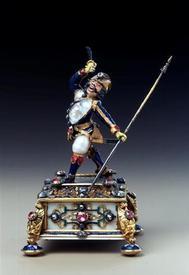 Girardet Jean Louis, Пехотинец  с копьем и саблей, золото, серебро, позолота, бриллианты, рубины,эмаль, слоновая кость, 9.8х7.5х 6.1см, основание 6.1x6.1см, Grünes Gewölbe