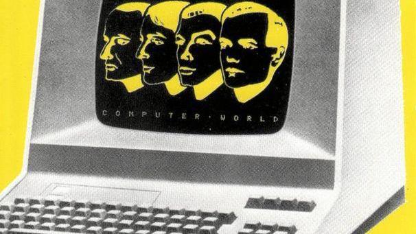 Герой альбома - офисный компьютер вроде модели Apple II - гордо красуется на обложке, хотя по нынешним временам это, конечно, глубокое ретро.