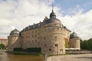 Первый закон, запрещавший выливать содержимое ночных горшков в окно, был принят еще в 1270-м году.