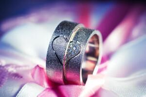 Обручальные кольца: парные или обычные?