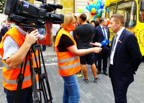 Интервью для литовского телеканала даёт главный организатор гей-парада