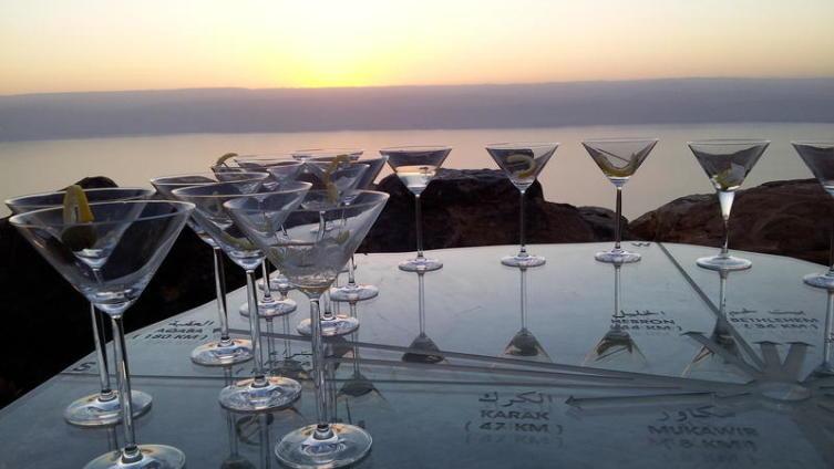 Посмотреть закат со смотровой площадки над Красным морем - это шоу, на которое съезжаются туристы со всего мира