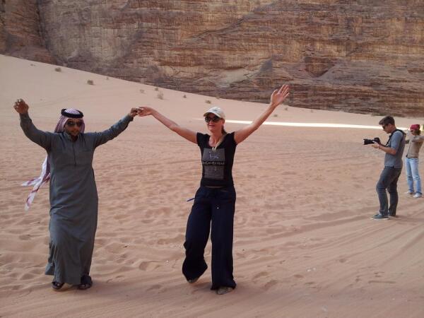 Пустыня Вади Рам. Местные бедуины неплохо живут! Катают туристов по пустыне на новеньких внедорожниках, которые в Иордании стоят в 4 раза дешевле, чем в России