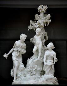 Три грации, разоружающие Купидона. 1777, по рисунку Анжелики Кауфман, Victoria and Albert Museum, Лондон, Англия