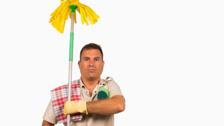 Как правильно и геометрически четко мыть пол в квартире? Художники со шваброй