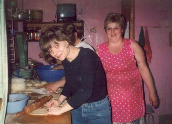 В гостях у Циры, хозяйки пекарни (она справа). Цира делает самые вкусные хачапури в моём районе!
