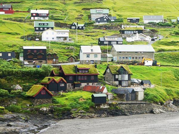 Крыши многих фарерских домов тоже в старых традициях