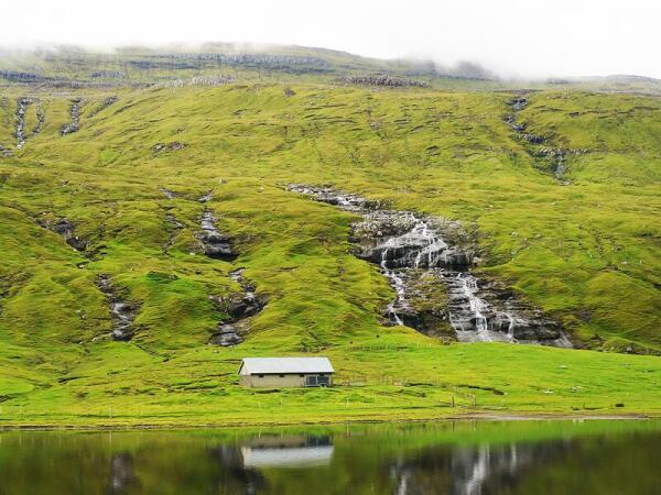 Постоянные дожди питают бесчисленные водопады