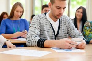 Какой смартфон выбрать для старшеклассника?